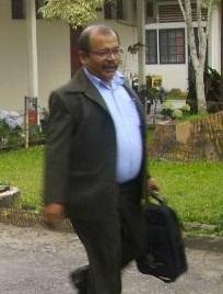 Timotius Ginting, saat keluar dari ruangan Kasi Pidsus Kejari Kabanjahe, Kamis (10/09). (KAROPress/Adhif)