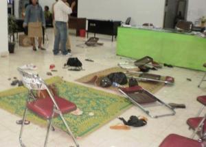 Ruangan BPMD Kantor Bupati Karo paska diobrak-abrik Kepdes berinisial KS, Rabu (02/09/2009). (KAROPress/AL)