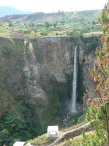 Air terjun Sipiso-Piso (travelblog)