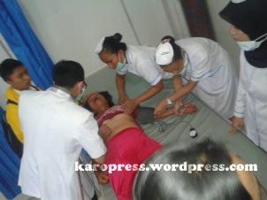LINCE Br Sitompul saat mendapatkan perawatan di RSU Kabanjahe. (KaroPress/Adhif)