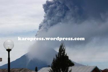 LETUSAN kedua Gunung Sinabung. (KaroNews/Adhif)