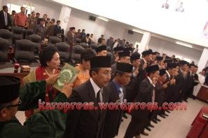 Sebanyak 35 anggota DPRD Karo dilantik. (Karopress/Adhif)